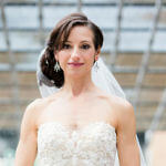 bridal hairstyle chignon to the side and veil